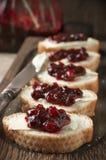 三明治用黄油和蔓越桔果酱 免版税库存图片
