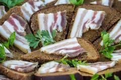 三明治用黑麦面包和烟肉 免版税库存照片