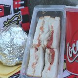 三明治金枪鱼和蕃茄和焦炭 库存照片