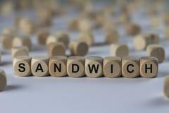 三明治-与信件的立方体,与木立方体的标志 图库摄影