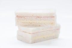 三明治用火腿和乳酪在白色背景 库存照片
