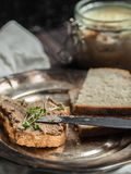 三明治用自创鸡肝头脑 免版税库存照片