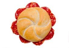 三明治用蒜味咸腊肠从上面 免版税库存照片