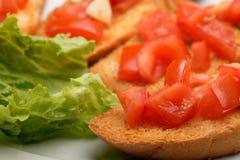 三明治用蕃茄和莴苣 免版税库存图片