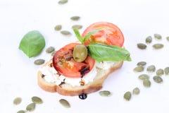 三明治用酸奶干酪和蕃茄, bruschetta,开胃菜 库存图片