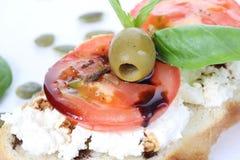 三明治用酸奶干酪和蕃茄, bruschetta,开胃菜 库存照片