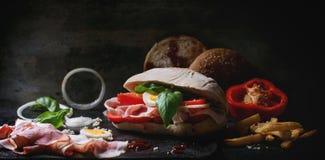 三明治wth油煎的土豆 免版税库存照片