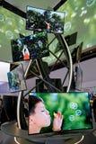 三星弯曲了OLED电视显示 免版税图库摄影