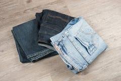 三条不同蓝色牛仔裤 免版税库存图片