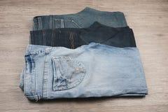 三条不同蓝色牛仔裤 库存图片