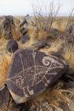 三条河刻在岩石上的文字站点 免版税库存照片