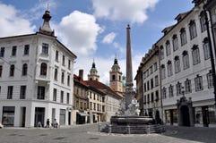 三条河喷泉在镇中心在卢布尔雅那,斯洛文尼亚 库存照片