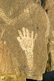 三条河刻在岩石上的文字全国站点,土地管理站点,特点a (BLM)局手的图象,一超过21,00 免版税图库摄影