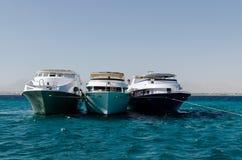 三条游艇在海 库存照片
