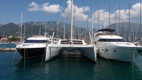 三条游艇在港口 免版税库存图片