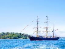 三桅帆詹姆斯高的克雷格在庆祝的国际舰队回顾的悉尼悉尼港口运输风帆2013年 免版税库存图片