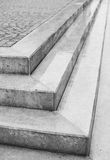 三步壁角角度与鹅卵石的 免版税库存图片