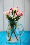 三白色和桃红色玫瑰花束  免版税库存照片