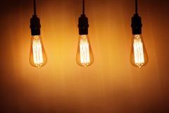 三盏葡萄酒电灯泡灯 免版税库存图片