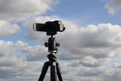 三脚架漂浮的云彩录音录影  图库摄影