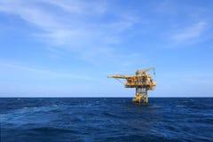 三脚油和煤气生产平台 免版税库存图片
