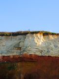 三色峭壁和天空 免版税库存照片