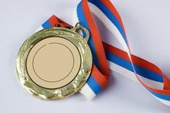三色金牌的丝带 免版税库存照片
