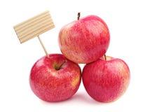 三苹果和木标签 免版税库存照片
