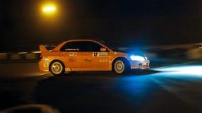 三菱持枪骑兵赛跑在Chayka电路, Kyiv,乌克兰,夜种族, 09的跑车 04 2016年,社论照片 免版税库存照片
