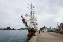 三被上船桅的荷兰飞剪机Stad阿姆斯特丹(市阿姆斯特丹) 免版税图库摄影