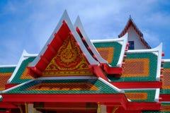 三角形屋顶寺庙 免版税库存照片