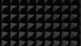 三角黑墙壁在音乐演播室 这材料为隔声使用 抽象背景 股票视频