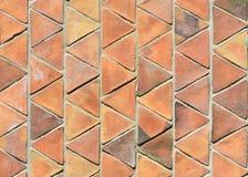 三角黏土瓦片墙壁,赤土陶器 免版税图库摄影