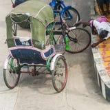 三轮车司机睡觉 免版税图库摄影