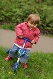 三轮车的女孩 免版税库存图片