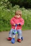 三轮车的女孩 免版税库存照片