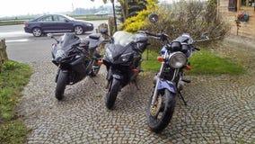 三辆摩托车体育自行车 库存图片