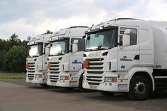 三辆白色斯科讷R480卡车 免版税库存照片