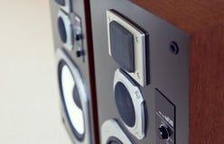 三通的大音频立体声扩音机特写镜头,扩音器pai 图库摄影