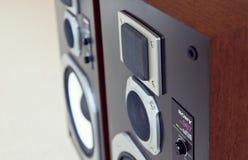 三通的大音频立体声扩音机特写镜头,扩音器pai 免版税库存照片