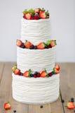 三部分赤裸婚宴喜饼用果子和莓果 库存照片