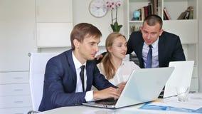 三高兴的企业男性和女性 股票视频