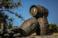 三barrells雕塑 免版税库存照片