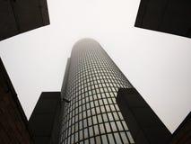 上升到天空的摩天大楼 库存照片