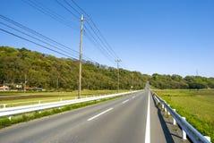 上升前面平直的车行道 免版税库存图片