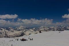 上升在山Elbrus 免版税库存照片