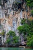 上升在岩石路线夏天的人们 免版税图库摄影