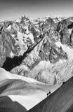 上升在欧特萨瓦省,法国的登山家 免版税库存照片