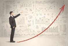 上升在红色图表箭头概念的商人 免版税库存照片
