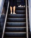 上升在自动扶梯 库存图片
